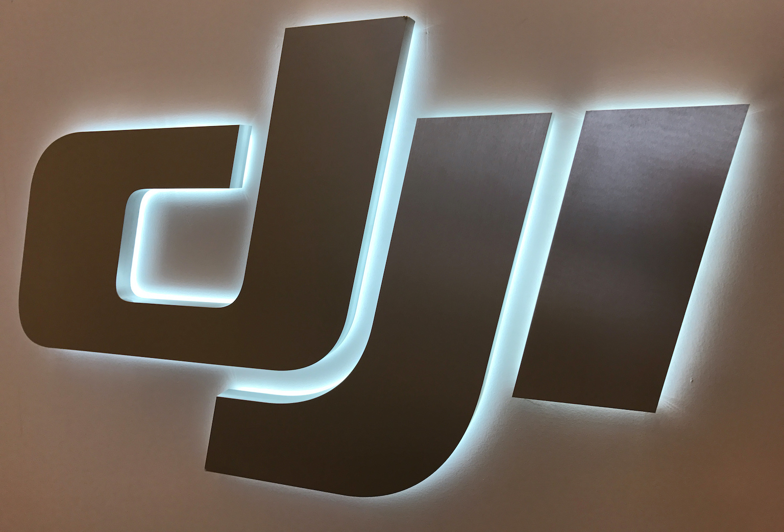 The logo of Chinese drone maker DJI is seen at the company's office in New York, New York, U.S., August 11, 2017. Photo taken August 11, 2017.  REUTERS/Alwyn Scott - RC193498F900