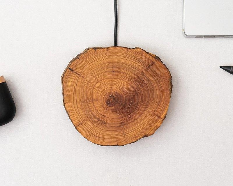 「給電話充電的木頭」