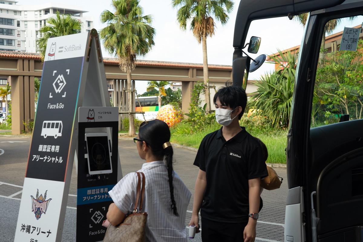 ソフトバンクが沖縄アリーナで実施した顔認証の実証実験
