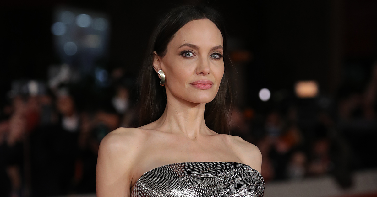 Angelina Jolie called out by fans for 'embarrassing' red carpet fail: 'Disaster'