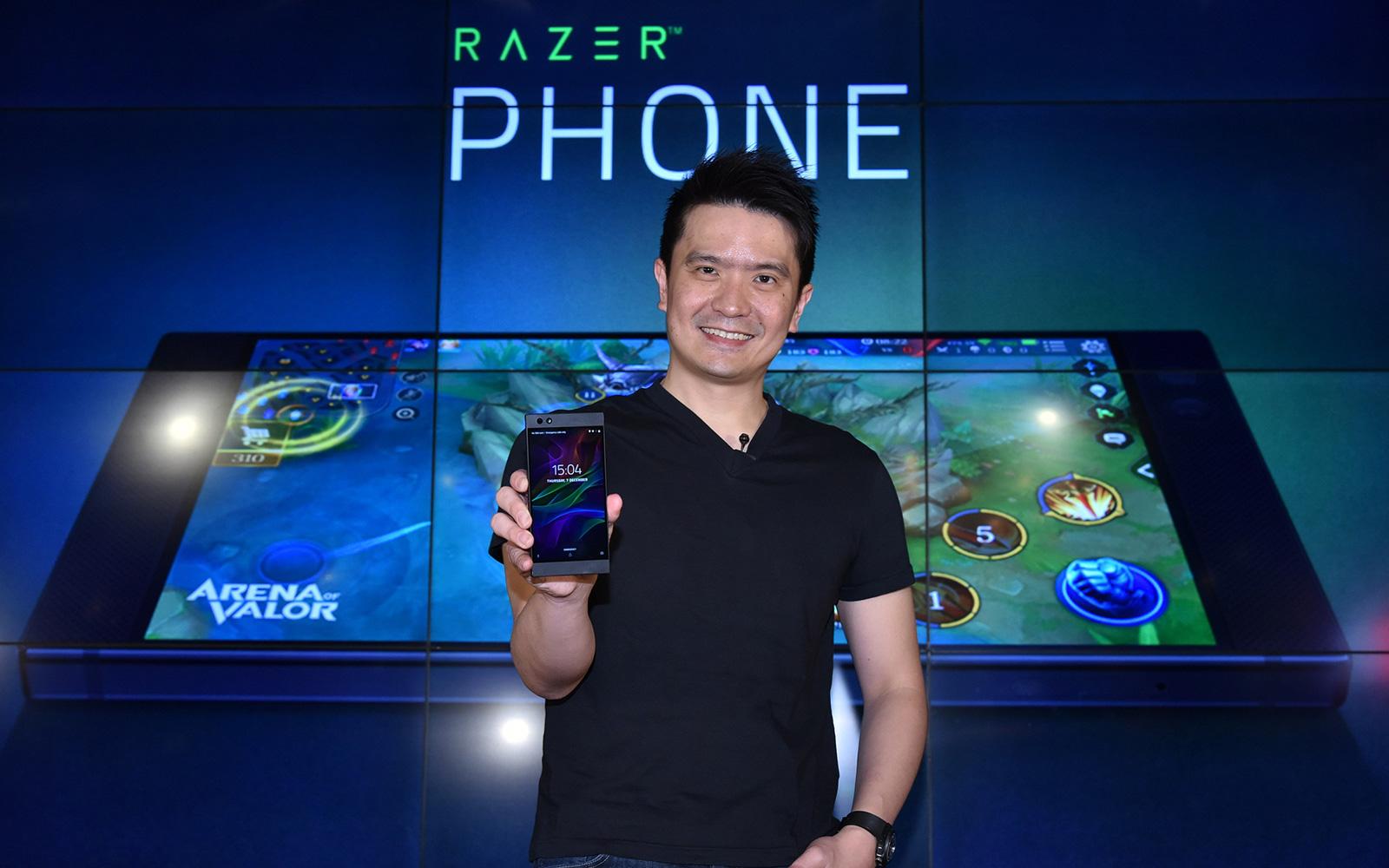 Razer CEO Min-Liang Tan holding a Razer Phone.
