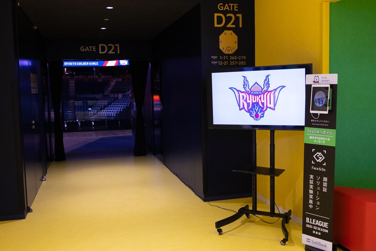 顔認証すると選手からのメッセージがでてくるスタンドが会場の各所に設置されていました