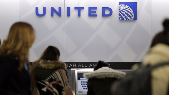 Gordon Bethune stands by comment on United passenger dragged off plane