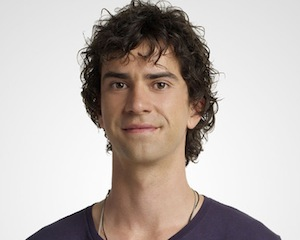 CBS Pilot Scoop: Hamish Linklater Joins Sarah Michelle Gellar, Robin Williams in Crazy Ones