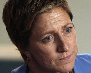 Exclusive First Look: Nurse Jackie Takes the Crown In Official Season 5 Poster