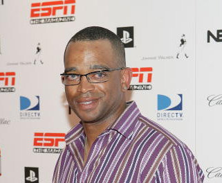 Stuart Scott's Cancer Back - But He Tweets He's Fighting Hard