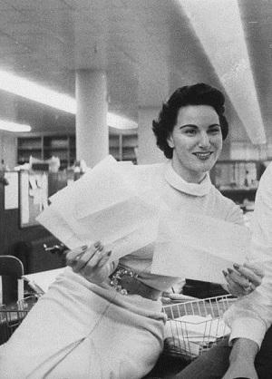 'Dear Abby' Advice Columnist Pauline Phillips Dead at 94