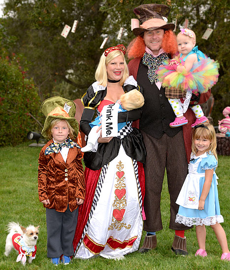 See Tori Spelling and Family in Costume as Alice in Wonderland Characters