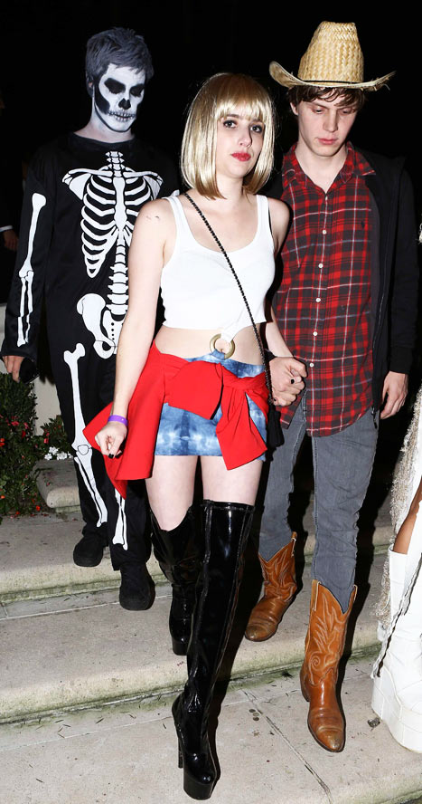 PICTURE: Emma Roberts Dresses as Aunt Julia Roberts in Pretty Woman for Halloween