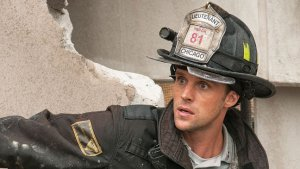 News Team Thinks 'Chicago Fire' Set is Actual Accident Site (Video)