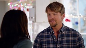 'Happy Endings': Penny and Dave Have Some Odd Ideas for Holiday Gifts (Exclusive Video)
