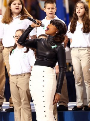 Super Bowl 2013: Jennifer Hudson Sings 'America the Beautiful' With Sandy Hook Students (Video)
