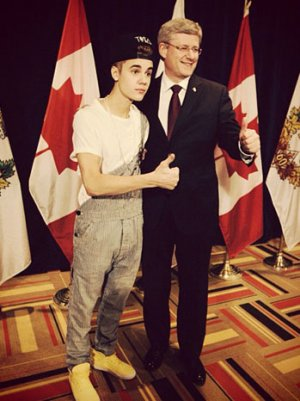 Justin Bieber Wears Overalls To Accept Award From Canadian Prime Minister (Poll)