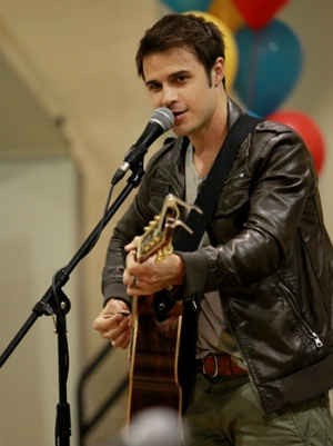 'American Idol' Kris Allen and RCA Records Part Ways (Exclusive)
