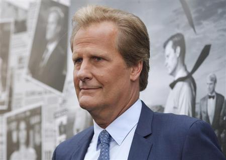 """Cast member Jeff Daniels arrives for the season 2 premiere of his HBO drama series """"The Newsroom"""" in Hollywood"""