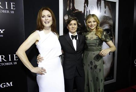 "Kimberly Peirce poses with Julianne Moore and Chloe Grace Moretz at the premiere of ""Carrie"" in Los Angeles"