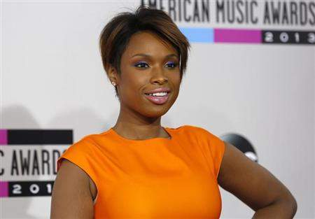 Singer Jennifer Hudson arrives at the 41st American Music Awards in Los Angeles