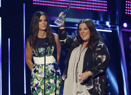 "Bullock and McCarthy accept the award for favorite comedic movie for their film ""The Heat"" at the 2014 People's Choice Awards in Los Angeles"