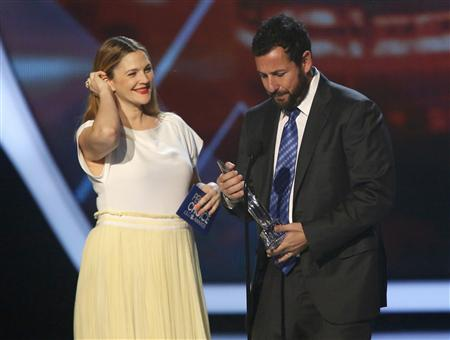 Barrymore presents the award for favorite comedic movie actor to Sandler at the 2014 People's Choice Awards in Los Angeles