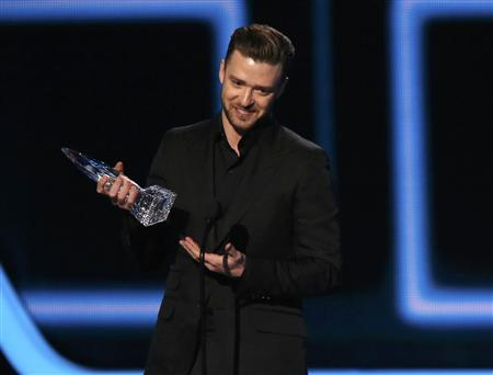 "Justin Timberlake accepts the award for favorite album for ""The 20/20 Experience"" at the 2014 People's Choice Awards in Los Angeles"