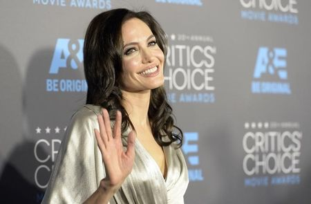 Angelina Jolie Has Ovaries Removed to Prevent Cancer