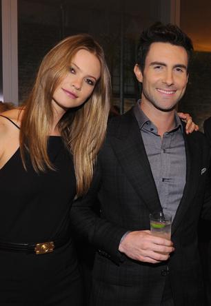 Adam Levine Engaged to Victoria's Secret Model