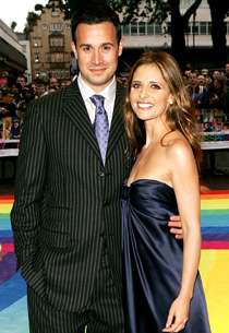 Freddie Prinze Jr. and Sarah Michelle Gellar | Photo Credits: Claire Greenway/Getty Images