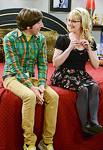 Simon Helberg and Melissa Rauch | Photo Credits: Michael Yarish/CBS