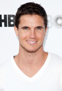 Robbie Amell | Photo Credits: Imeh Akpanudosen/Getty Images
