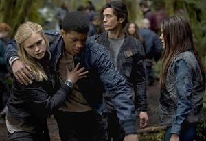 Eliza Taylor, Eli Goree, Bob Morley, Marie Avgeropoulos | Photo Credits: Cate Cameron/The CW