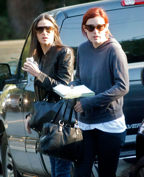 PIC: Demi Moore Steps Out With Daughter Rumer Willis