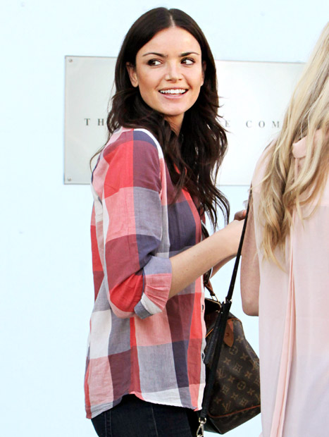 The Bachelor's Courtney Robertson Is All Smiles During L.A. Shopping Trip
