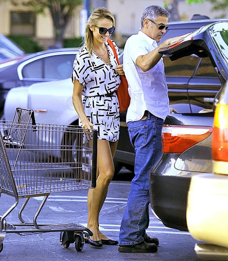 PIC: George Clooney, Stacy Keibler Shop for Groceries Together