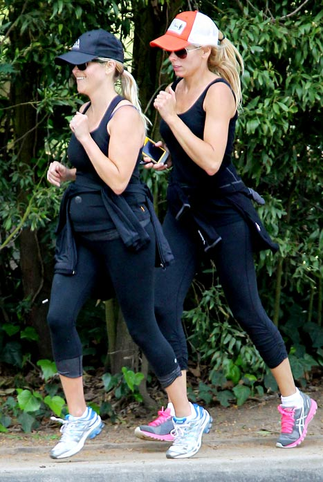 PIC: Pregnant Reese Witherspoon Goes Jogging!