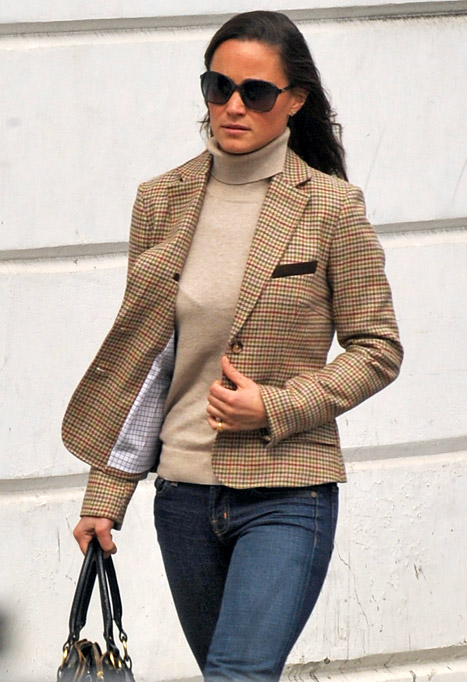 PIC: Glum Pippa Middleton Runs Errands as Royal Wedding Anniversary Nears