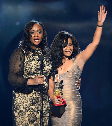 Billboard Music Awards: Bobbi Kristina Brown Cries at Whitney Houston Tribute