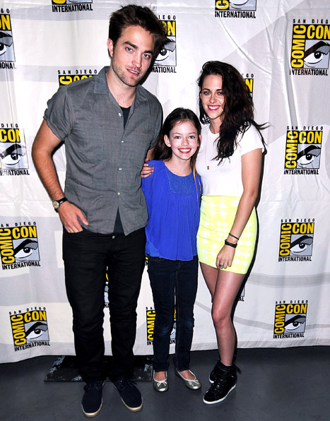 "PIC: Rob Pattinson, Kristen Stewart Hit Comic-Con With Twilight ""Daughter"" Renesmee"
