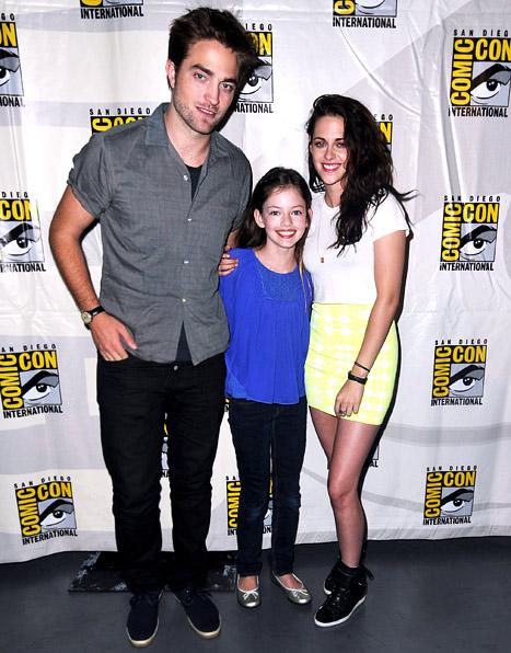 "PIC: Rob Pattinson, Kristen Stewart Hit Comic-Con With Twilight ""Daughter"" Renesmee"