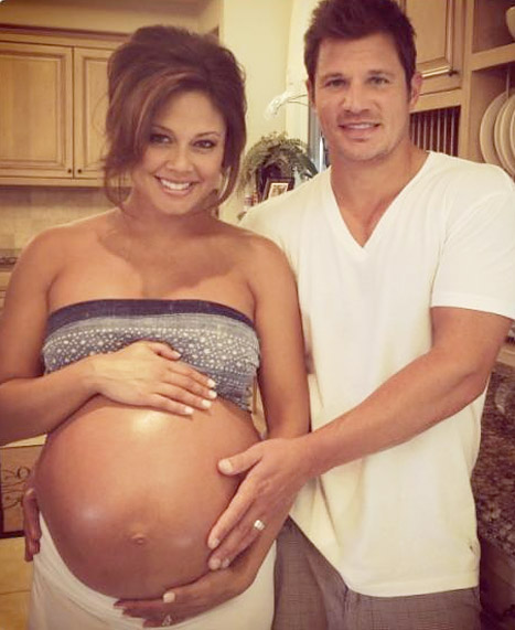 PIC: Vanessa Minnillo Shows Off Her Bare Baby Bump