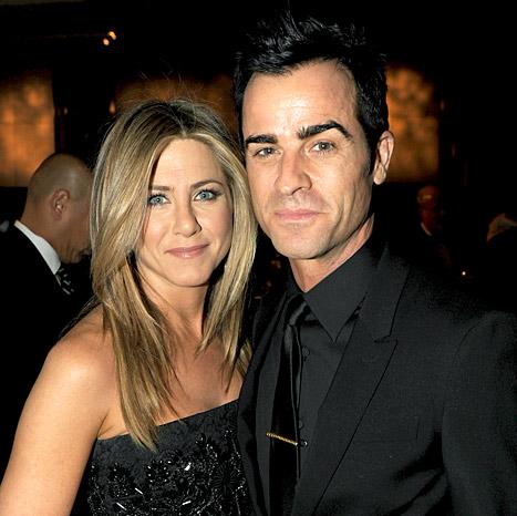 "Jennifer Aniston Wants ""Destination Wedding"" to Justin Theroux"
