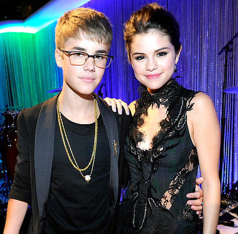 """Justin Bieber on Selena Gomez: """"I Can Talk to Her About Anything"""""""