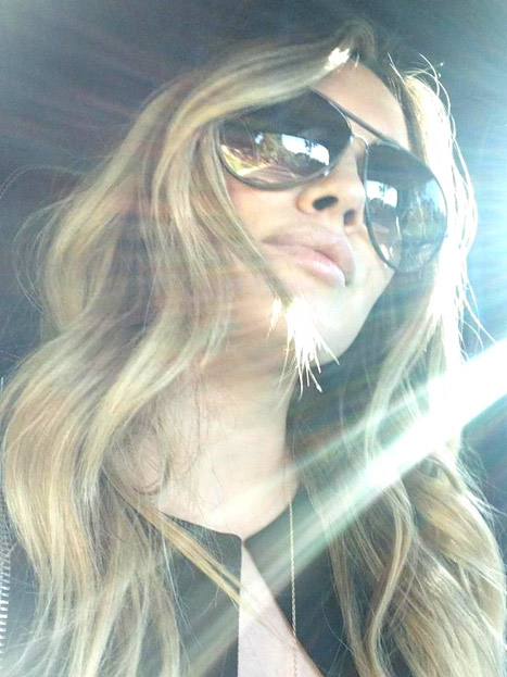 Hilary Duff Takes Out Extensions, Shows Off Gorgeous Blonde Hair