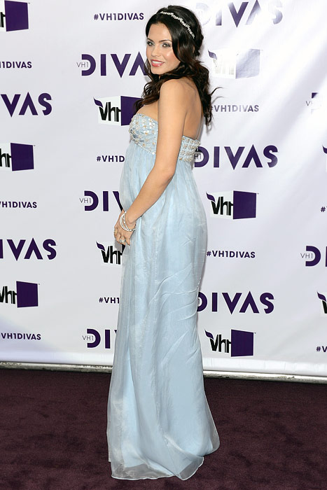 Jenna Dewan-Tatum Debuts Baby Bump at VH1 Divas Concert!