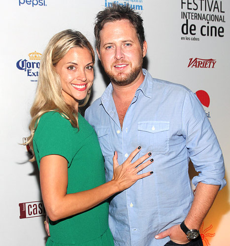 A.J. Buckley, CSI: NY Star, Proposes to Girlfriend Abigail Ochse During Hawaiian Holiday