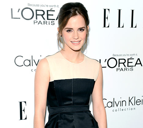 "Emma Watson Mistaken for an ""Unaccompanied Minor"" at Airport"