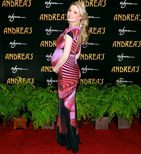 "Holly Madison Wants an ""Alice in Wonderland"" Nursery for Her Baby Girl"