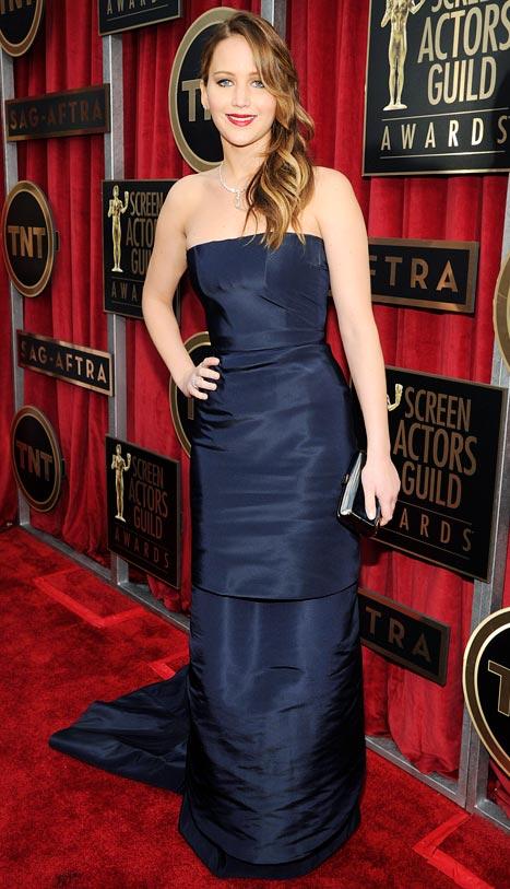 """Jennifer Lawrence Walks SAG Awards 2013 Red Carpet After Pneuomnia Bout: """"I'm Fine!"""""""