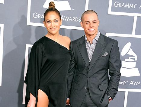 "Jennifer Lopez's Boyfriend Casper Smart ""Cracks Up"" At Awestruck Reactions to Her Sexy Grammys 2013 Dress"