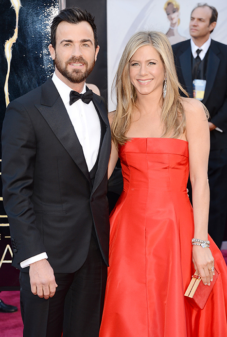 Jennifer Aniston, Fiance Justin Theroux Walk the Oscar Red Carpet Together: Picture