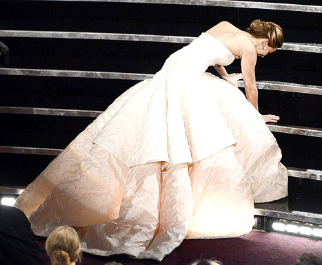 """Jennifer Lawrence Explains Her Fall at the Oscars: """"Look at My Dress!"""""""